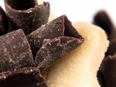 Fursecuri cu ciocolata amaruie si fistic