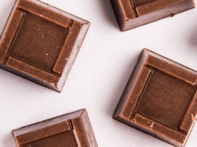 Praline cu ciocolata alba si zmeura